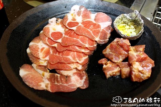 【捷運西門】三朵花炭火燒肉‧鍋物–壽星免費。生食生蠔吃到飽,燒肉海鮮、韓式料理、火鍋 吃到飽,也可以選擇單點唷!