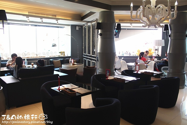 【捷運西門】In% Cafe–超可愛立體拉花,還有逗趣的抹茶怪獸! In% HAIR Salon&Cafe