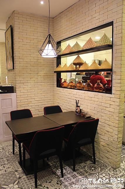 【台北車站】小湯匙越式餐廳–可愛的越式鮮蝦小漢堡!