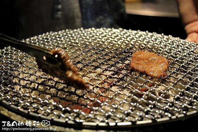 【捷運忠孝敦化】炭火燒肉無敵 Muteki–專人服務,牛舌Q嫩、牛肋條酥又有嚼勁,中秋節烤肉推薦!