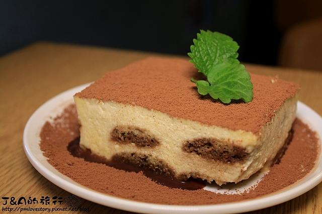 【捷運板橋】103 Kitchen–濃郁爆漿巧克力蛋糕佐手工冰淇淋好好吃!