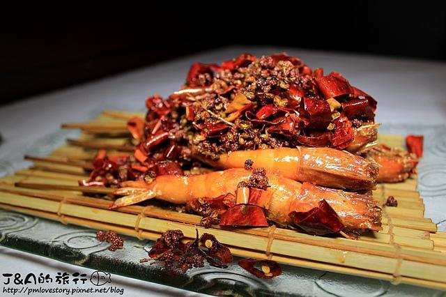 【捷運府中】重慶森林創意料理–甜筒裝海鮮不裝冰淇淋唷!不像苦瓜涮嘴好吃。重慶森林川菜 板橋聚餐餐廳 川菜餐廳