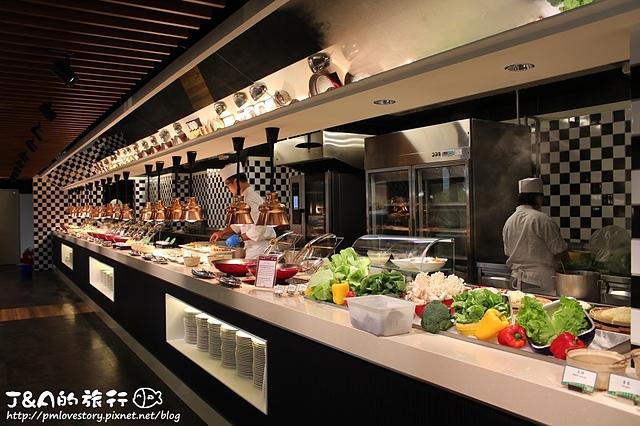【台北車站】台北凱撒大飯店 Checkers自助餐廳–厚切生魚片.帝王蟹.馬卡龍吃到飽,假日用餐還送龍蝦、和牛握壽司唷! Caesar Park Taipei