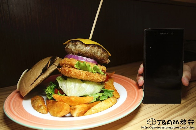 【台中/北區】雙魚2次方–爆漿手工牛肉堡、造型漢堡好可愛! 雙魚二次方 巨無霸漢堡 一中街商圈美食