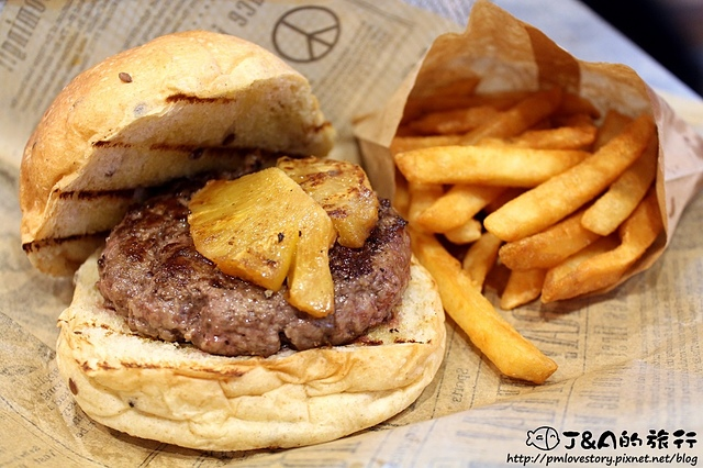 【捷運國父紀念館】Burger Ray 個性漢堡–只要145元漢堡蔬菜醬料任你加!還有超邪惡心臟病堡,牛肉都可以選擇熟度唷! 非凡大探索心臟病堡/非凡大探索客製化漢堡/捷運忠孝敦化。東區自助漢堡
