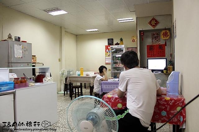 【宜蘭羅東】一芳亭小吃店(曹記牛肉麵對面)–羊肉湯料多味美~筍乾魯肉飯鹹香涮嘴!