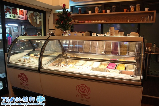 【捷運忠孝敦化】O Rose 法式冰淇淋–玫瑰造型法式冰淇淋,台灣啤酒.蜂蜜紅棗等特殊口味,一支可以選多種口味唷! 東區美食/東區冰淇淋/東區法式甜點/O Rose 法式天然高品質冰淇淋