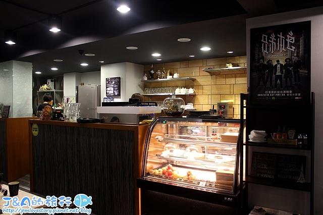 【捷運善導寺/台北車站】Hey Cafe–爆漿又超牽絲烤雞帕里尼,肉嫩香味濃、吐司酥香好吃!用餐不限時餐廳推薦。