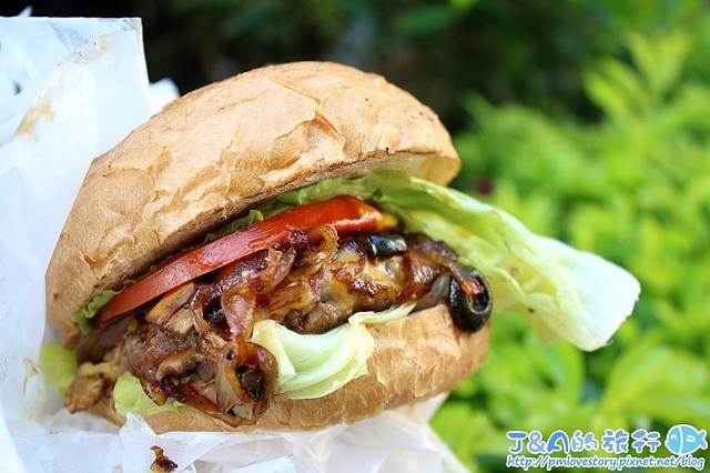 逗漢堡 用料實在牛肉漢堡95元就吃的到,有法國麵包漢堡和貝果漢堡可以選擇。 逗,漢堡 Burger Stop 【捷運忠孝復興】台北東區平價漢堡推薦/台北東區平價美食