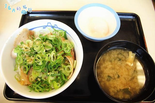 【日本美食】松屋牛丼Matsuya–日本平價美食¥290就能解決一餐~台灣也有分店,平價牛丼推薦!