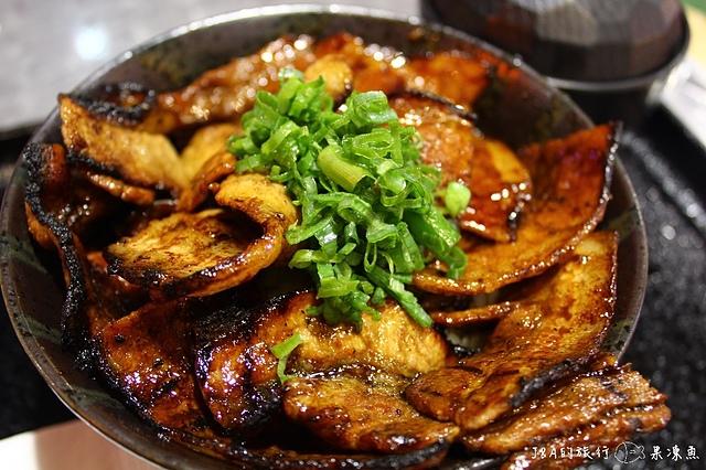 【台北/捷運市政府】燒丼株式會社–鋪滿了燒肉完全看不到白飯!!! 威秀影城旁的美食餐廳~