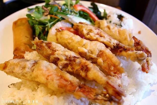 【捷運忠孝敦化】鐵人九番料理亭–東區平價商業午餐,比手大的雞腿排餐只要130元!!!
