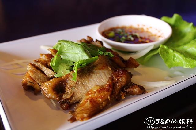 【桃園中壢】新泰鼎平價泰式料理–酥脆酸辣椒麻雞,愛吃雞腿必點XD