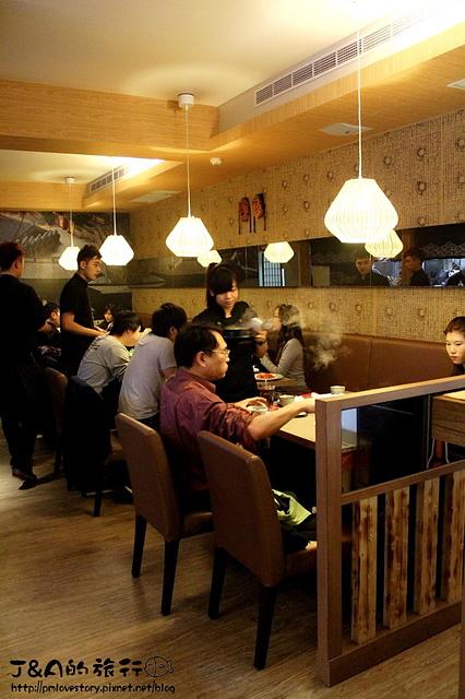 【捷運松江南京】韓太閣 韓國烤肉‧料理–壽星還能穿正統韓國服裝唷!