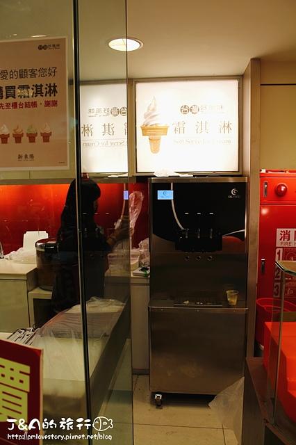 【捷運國父紀念館】新東陽 霜淇淋–老品牌也跟上新潮流,鐵觀音x香草 冰淇淋