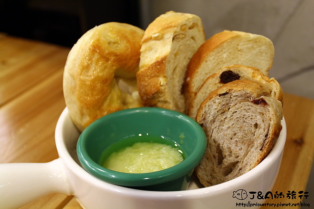 【捷運善導寺】登打士街 Dundas St. Mini–手工麵包吃到飽&客家鹹豬肉義大利麵!